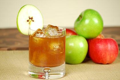 Тайна оздоровительного эффекта красного вина и яблочного сока раскрыта