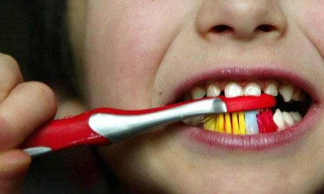 Избежать старческого маразма поможет регулярная чистка зубов